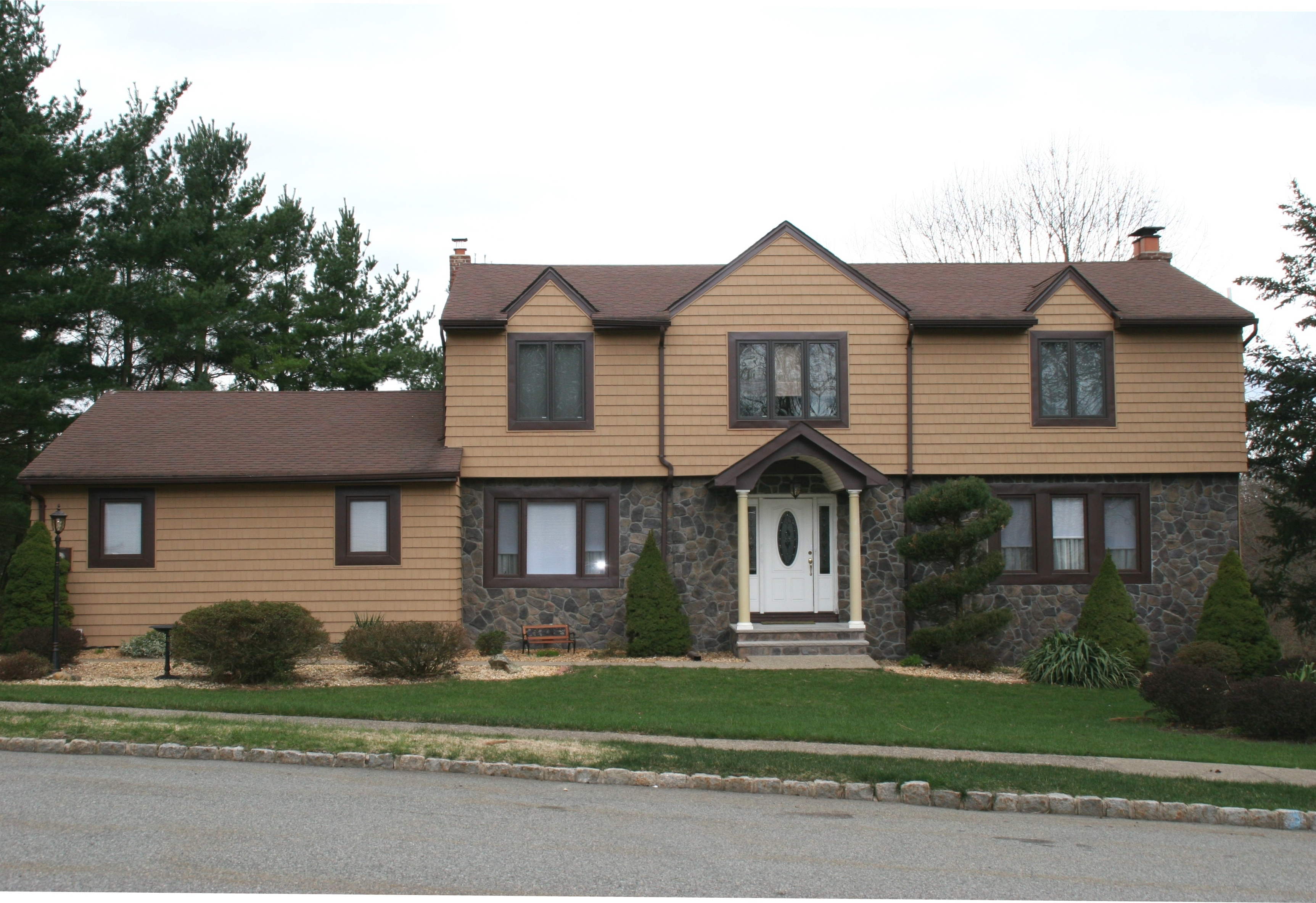 Vinyl siding american brickface stucco exteriors for Houses with stucco and siding